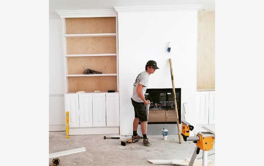 volunteer to build homes